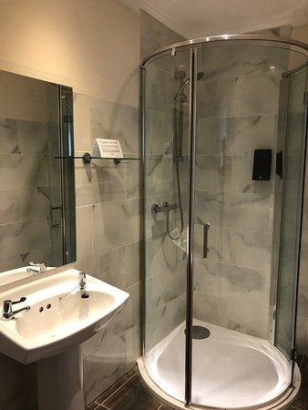 Clubhouse Hotel & Restaurant: bathroom