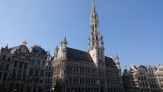 Town Hall (Hôtel de Ville): Högst av alla torn är rådhusets.