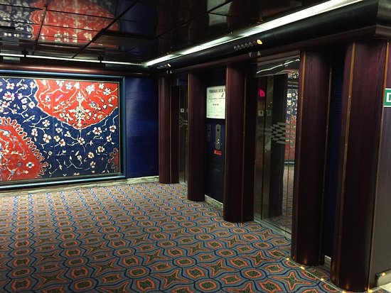Carnival Fantasy: Elevator area