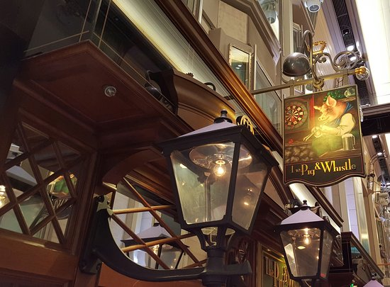 Voyager of the Seas: The Pub