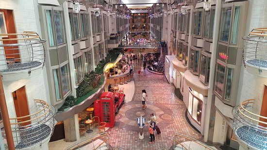 Voyager of the Seas: The Royale Promenade