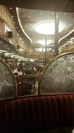 Carnival Spirit: Empire dining room.