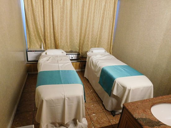 Carnival Pride: Couple massage room.  Nothing exceptional, still was relaxing