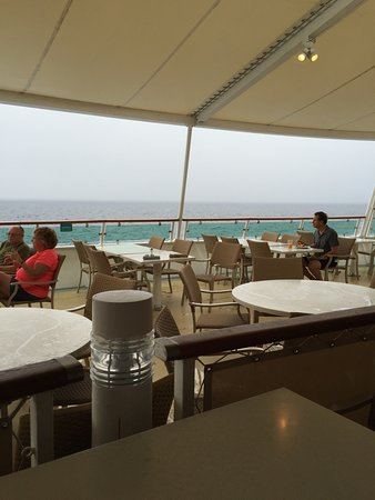 Brilliance of the Seas: Outdoor eating area in back of windjammer..........ritas cantina area