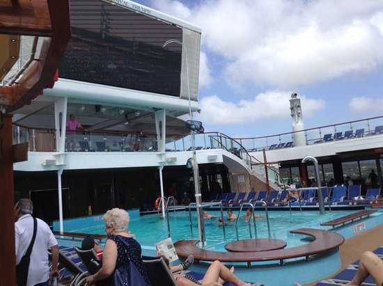 Carnival Triumph: pool area was very nice with activity and music