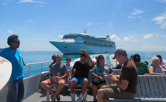 Vision of the Seas: Tendering into Belize City.