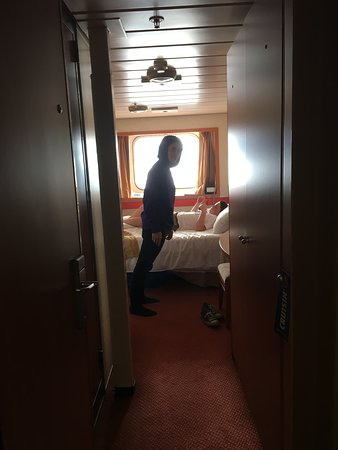 Carnival Imagination: Ancho stuck in Catalina / pitched ship