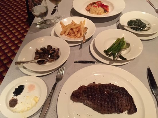 Golden Princess: Crowns Grill Main - beautiful piece of rump and side dishes