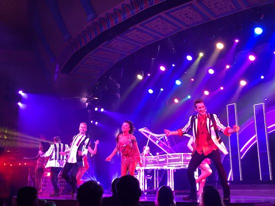 Carnival Spirit: Nightly shows were spectacular
