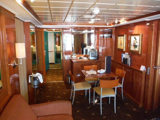 Norwegian Dawn: Living/dining view from balcony