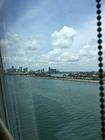 Norwegian Sky: Having lunch on the Sky before sailing .. Great view of Miami
