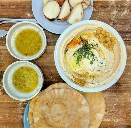 Boker Tours: Hummus lunch with Assaf at Abu Hassan!