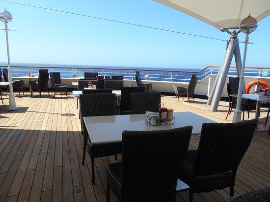 Norwegian Sun: Can eat outside on Deck 11