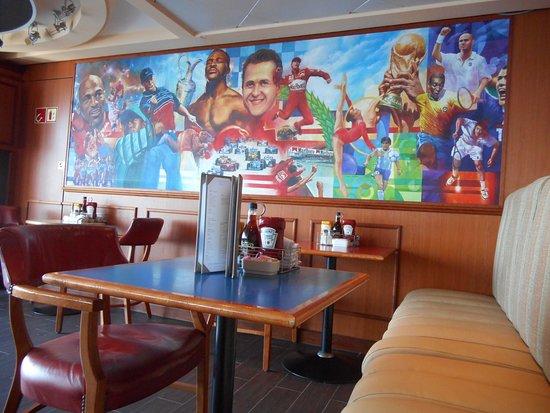 Norwegian Sun: Sports Bar on Deck 11