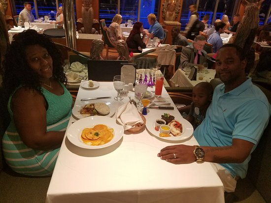 Carnival Victory: Dinner on Carnival
