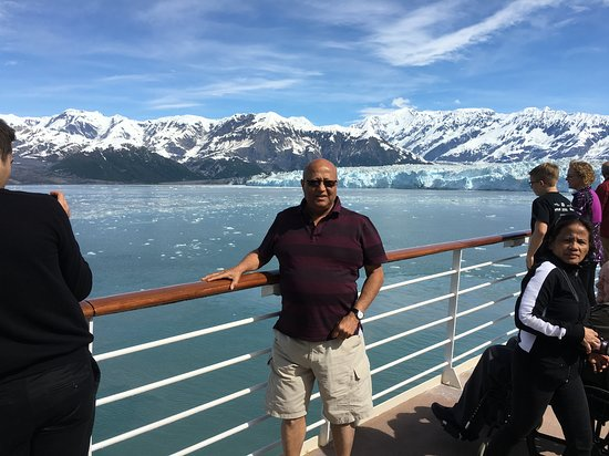 Celebrity Infinity: Approaching Hubard Glacier Beautiful site.