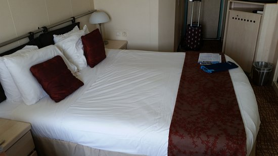 Celebrity Constellation: Excellent stateroom. Comfy bed. All facilities you could need