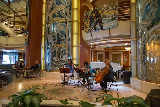 Star Princess: String Trio playing in the Piazza