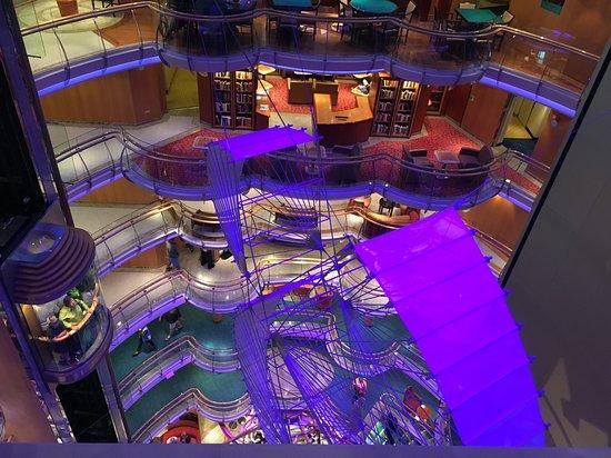 Radiance of the Seas: Centrum