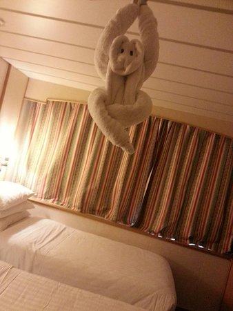 Majesty of the Seas: Inside stateroom 9008.