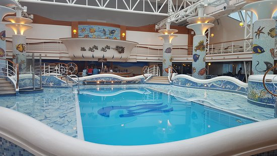 Star Princess: The indoor pool on the ship