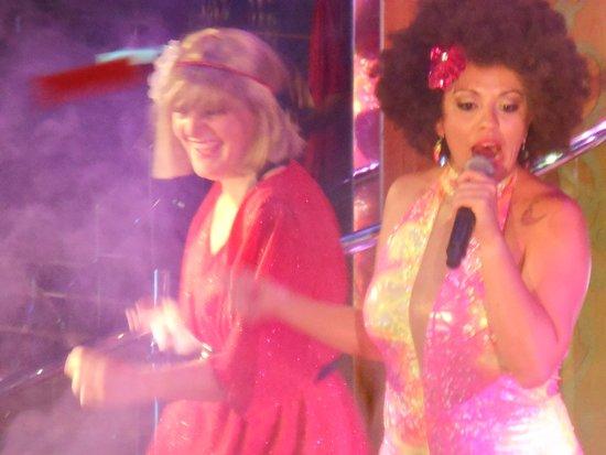 Rhapsody of the Seas: 70s disco party