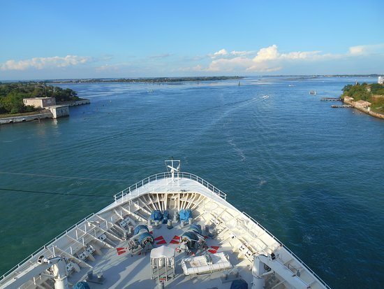 Rhapsody of the Seas: pulling out of Venice