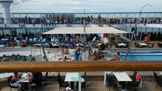 Norwegian Sky: 11th floor- pool, hot tubs