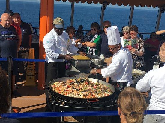 Norwegian Star: Paella on the deck
