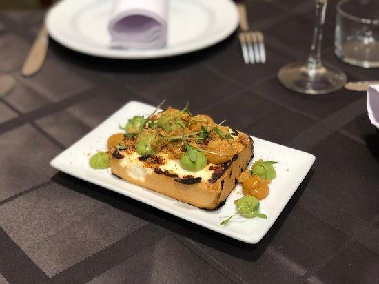 San Isidro, Spagna: Queso asado con nuestros mojos canarios y gofio !!!
