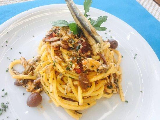 Vistamare Franco: Tonnarelli con alici fresche, pinoli ed erbe  aromatiche