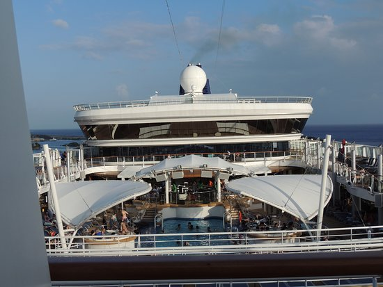 Norwegian Dawn: Main pool deck