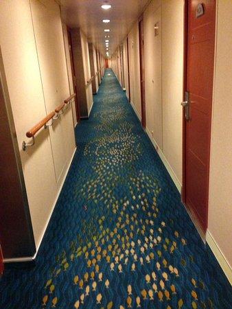 Norwegian Sun: hallway