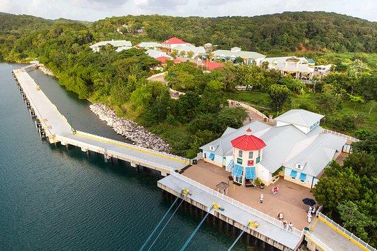 Carnival Glory: Mahogany Bay shops.