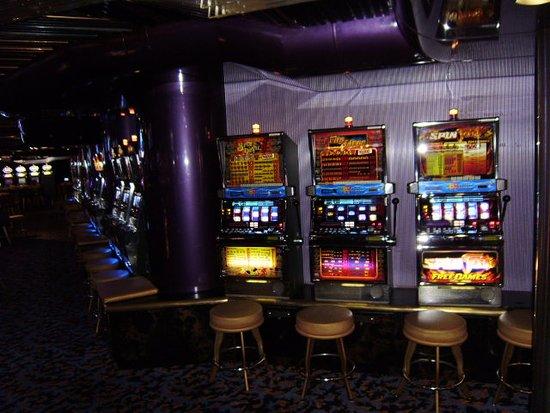 Carnival Ecstasy: Crystal Palace casino slots