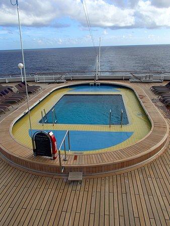 Maasdam: The Aft pool