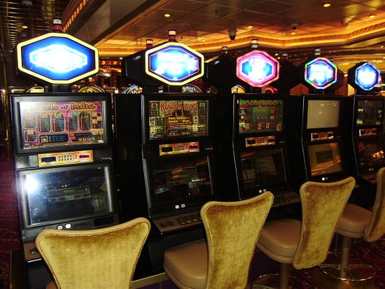 Navigator of the Seas: bank slot machines