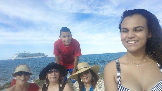 Navigator of the Seas: Cococay! Limpio y excelente atencion. #BestEverVacation MARAVILLOSO