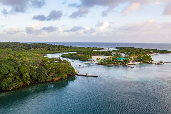 Carnival Glory: Mahogany Bay. Pretty, but crowded, in view of ship and contaminated water.