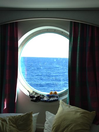 Norwegian Sky: Cabin window-made the room seem larger and was great for night stargazing.