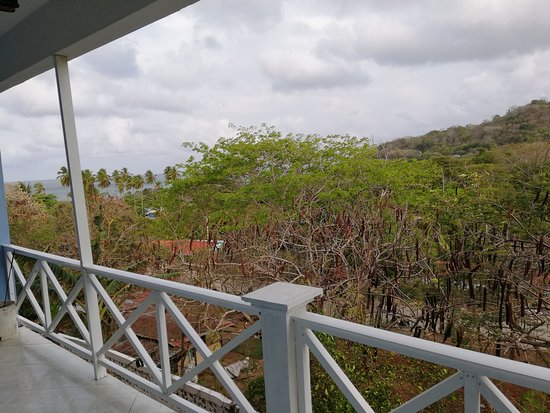 Departamento de San Andrés y Providencia, Colombia: Enjoy the great view from your balcony and the fresh air from the mountians @EcoapartamentosMV