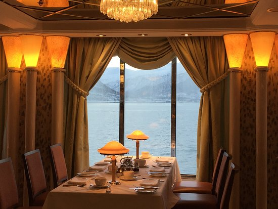 Oriana: A pleasant departure from the newer ships restaurants.