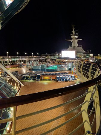 Grandeur of the Seas: Watch movies every night, out by the pool !