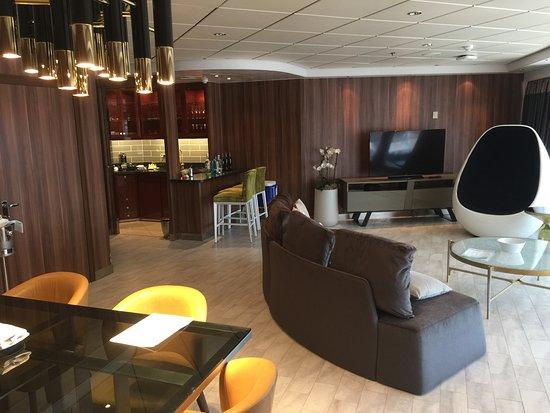 Norwegian Dawn: The living room in GV 14500