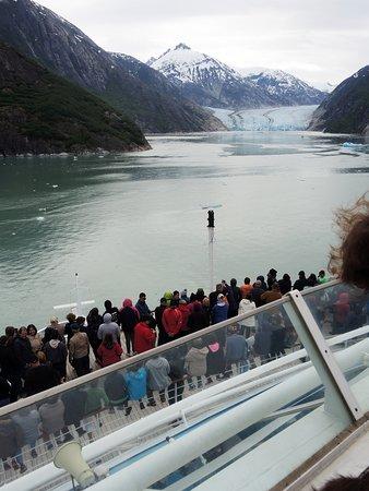 Norwegian Sun: Glacier watching.