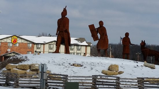 Shon-ge Tun-kah - Wolf of the Osage Trail Legacy Monument