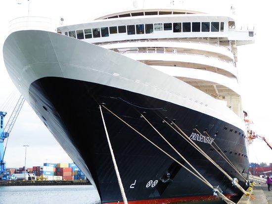Prinsendam: At port in Reykjavik