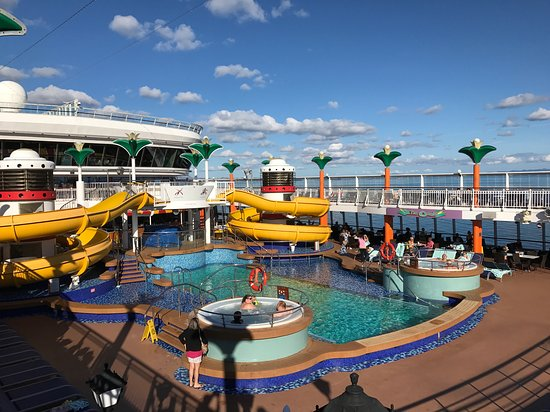 Pool Deck Norwegian Star