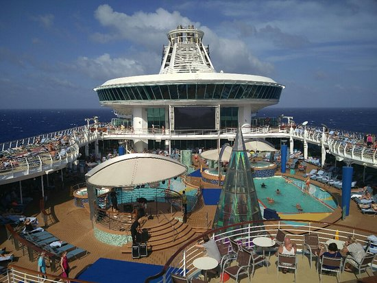 Voyager of the Seas: The pool deck