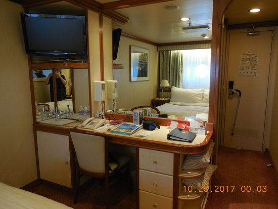Grand Princess: Cabin A746 Desk and Storage